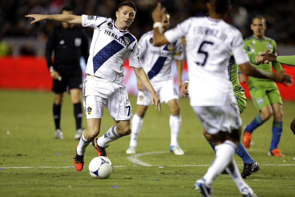 Photo -   Los Angeles Galaxy's Robbie Keane bring the ball down field against the Seattle Sounders during the first half of an MLS Western Conference finals soccer game in Carson, Calif., Sunday, Nov. 11, 2012. (AP Photo/Chris Carlson)
