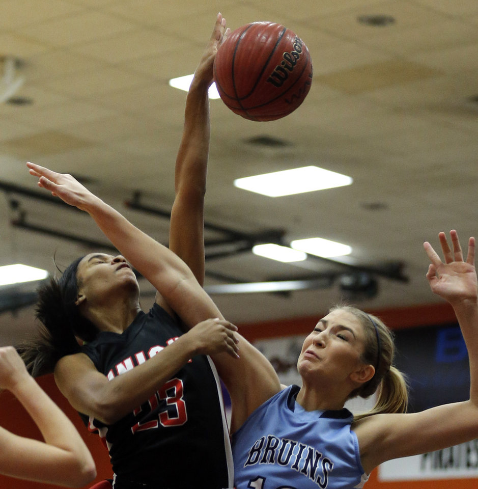 Photo - Union's Amaya Christon shoots as Bartlesville's Hailey Tucker during a high school girls basketball game between Union and Bartlesville at Putnam City High School, Saturday, Jan. 11, 2014.  Photo by Sarah Phipps, The Oklahoman