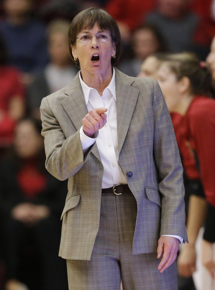 Photo - Stanford coach Tara VanDerveer talks to her players during the first half of an NCAA college basketball game against UCLA on Friday, Jan. 24, 2014, in Stanford, Calif. (AP Photo/Marcio Jose Sanchez)