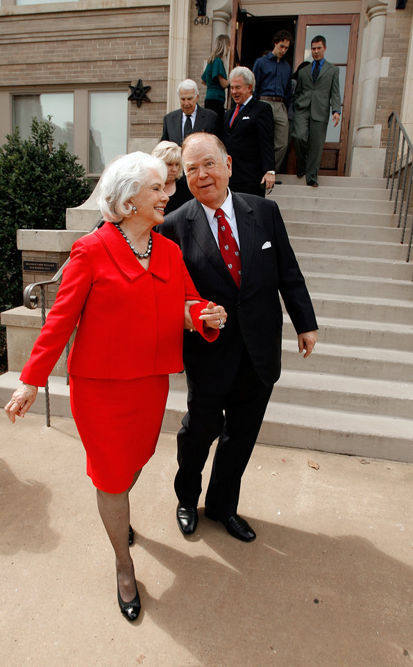 Photo - BEATRICE WALLACE / OU / DAVID BOREN: President David L. Boren leads Bea Wallace to the ribbon cutting portion of the dedication ceremony of the Beatrice Carr Wallace Old Science Hall, the first campus building, on the campus of the University of Oklahoma on Wednesday, Sept. 23, 2009 in Norman, Okla.   Photo by Steve Sisney, The Oklahoman. ORG XMIT: KOD