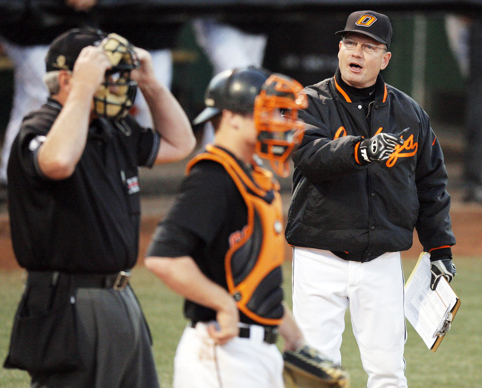 Coach Frank Anderson, right, leads his Oklahoma State baseball team into College Station for a three-game series with Texas A&M this weekend. Photo by Nate Billings, The Oklahoman