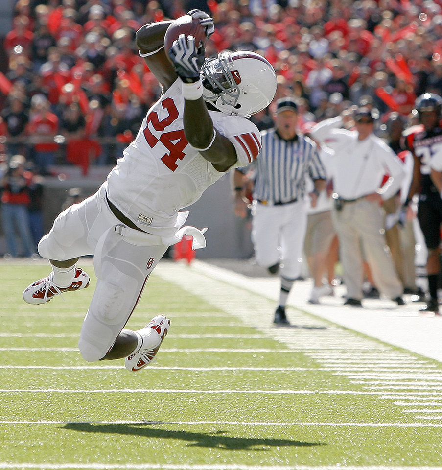 Photo - OU's Dejuan Miller can't hold on to the ball during the college football game between the University of Oklahoma Sooners (OU) and Texas Tech University Red Raiders (TTU ) at Jones AT&T Stadium in Lubbock, Texas, Saturday, Nov. 21, 2009. Photo by Bryan Terry, The Oklahoman