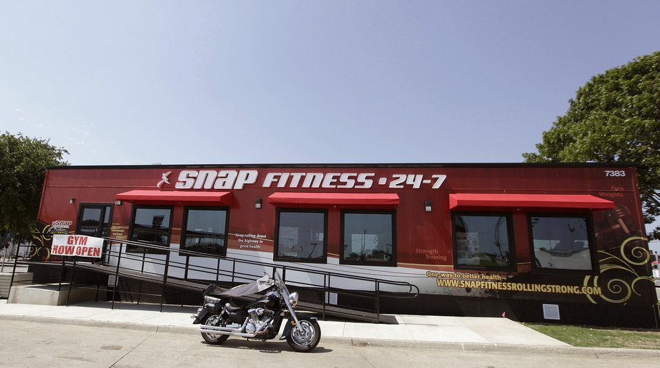 Photo -   This June 14, 2012, photo shows a Snap Fitness truck stop gym in Dallas. From trucking companies embracing wellness and weight-loss programs to gyms being installed at truck stops, momentum has picked up in recent years to help those who make their living driving big rigs get into shape. (AP Photo/LM Otero)