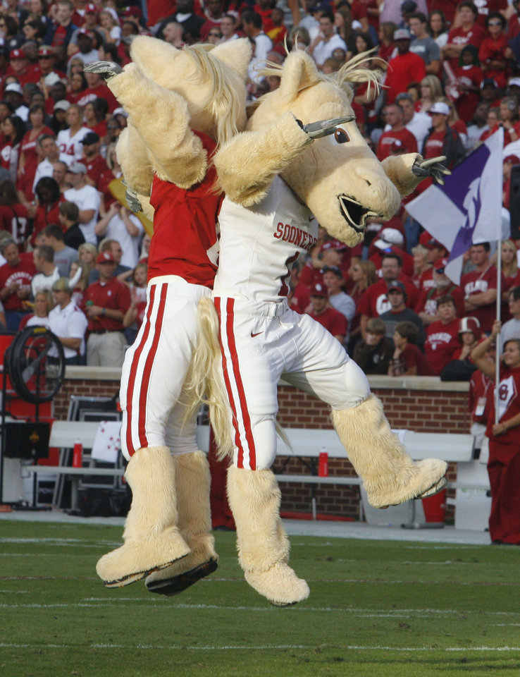 Photo - Mascots Boomer and Sooner participate in the pregame activities before the college football game between the University of Oklahoma Sooners (OU) and the Iowa State Cyclones (ISU) at the Glaylord Family-Oklahoma Memorial Stadium on Saturday, Oct. 16, 2010, in Norman, Okla.  Photo by Steve Sisney, The Oklahoman