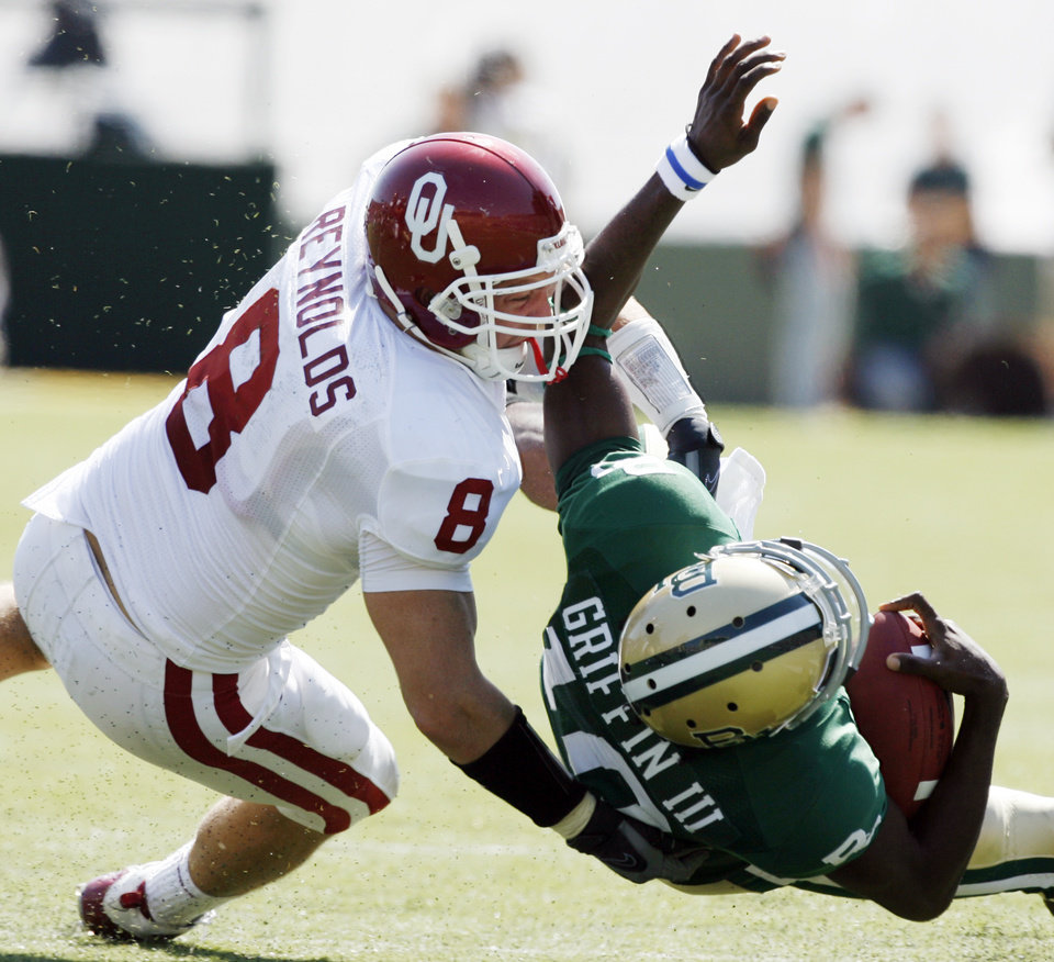 Ryan Reynolds tackles Robert Griffin in the first half during the college football game between Oklahoma (OU) and Baylor University at Floyd Casey Stadium in Waco, Texas, Saturday, October 4, 2008.   BY STEVE SISNEY, THE OKLAHOMAN