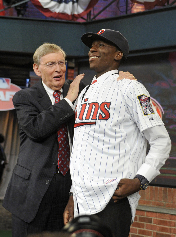 Photo - Commissioner Bud Selig, left, poses with shortstop Nick Gordon from Olympia high school in Windemere, Florida at the 2014 MLB baseball draft Thursday, June 5, 2014, in Secaucus, N.J. Gordon was drafted by the Minnesota Twins with the fifth selection. (AP Photo/Bill Kostroun)