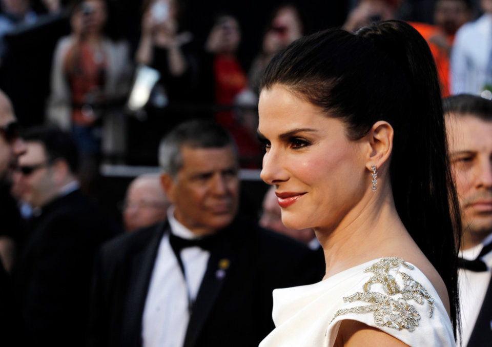 Sandra Bullock arrives before the 84th Academy Awards on Sunday, Feb. 26, 2012, in the Hollywood section of Los Angeles. (AP Photo/Matt Sayles) ORG XMIT: OSC299