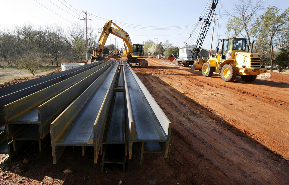 Photo - Edmond road and bridge construction on Coltrane north of SE 15 Street in Edmond Monday, March 16, 2009. View looking south down Coltrane. BY PAUL B. SOUTHERLAND, THE OKLAHOMAN ORG XMIT: KOD