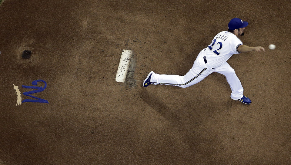 Photo - Milwaukee Brewers starting pitcher Matt Garza throws during the first inning of a baseball game against the Arizona Diamondbacks Monday, May 5, 2014, in Milwaukee. (AP Photo/Morry Gash)