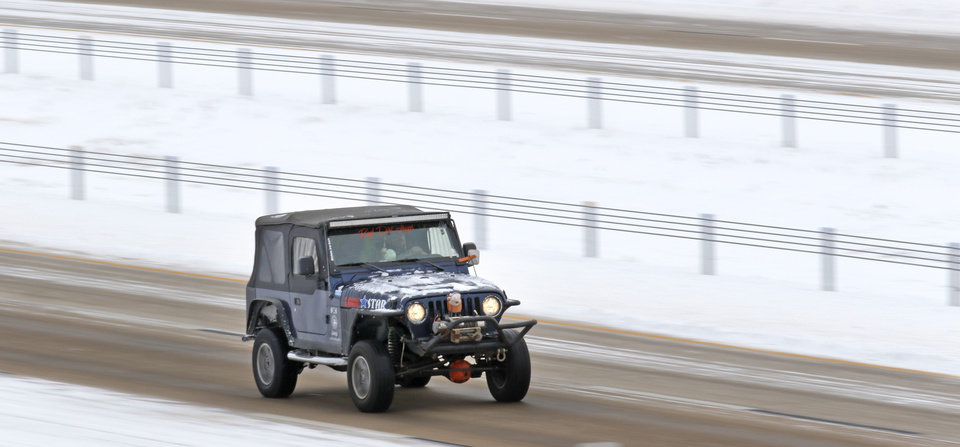 Photo - A Jeep travels west on I-40 in Yukon, Friday January, 6 2017. Photo By Steve Gooch, The Oklahoman