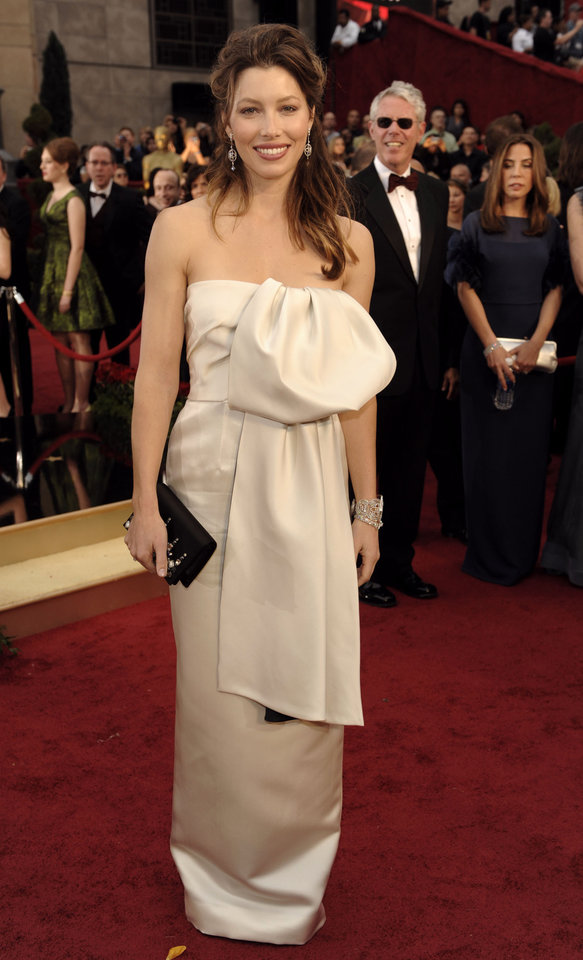 Photo - ** LINDA MILLER'S COMMENTARY:  Not figure flattering at all.     ** Jessica Biel arrives for the 81st Academy Awards Sunday, Feb. 22, 2009, in the Hollywood section of Los Angeles. (AP Photo/Chris Pizzello) ORG XMIT: CARV136