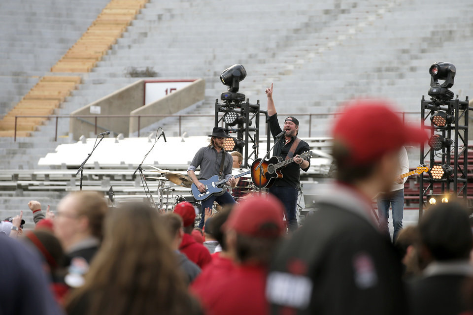 Photo - Lee Brice performs before the University of Oklahoma's (OU) spring football game at Gaylord Family-Oklahoma Memorial Stadium in Norman, Okla., Friday, April 12, 2019. Photo by Bryan Terry, The Oklahoman
