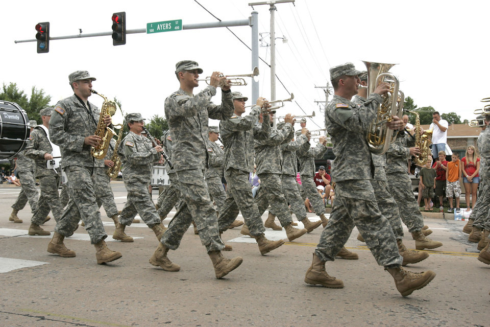Members of the Oklahoma Army National Guard 145'th Army Band march in the LibertyFest Parade in downtown Edmond, OK, Saturday, July 4, 2009. By Paul Hellstern, The Oklahoman