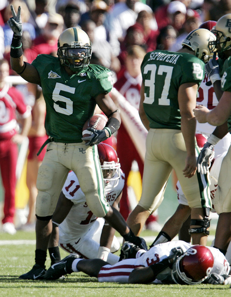 Photo - Baylor's Braelon Davis (5) celebrates after recovering a fumble by Oklahoma's Reggie Smith (3) during a kick return in the second half during the University of Oklahoma Sooners (OU) college football game against Baylor University Bears (BU) at Floyd Casey Stadium, on Saturday, Nov. 18, 2006, in Waco, Texas.     by Chris Landsberger, The Oklahoman