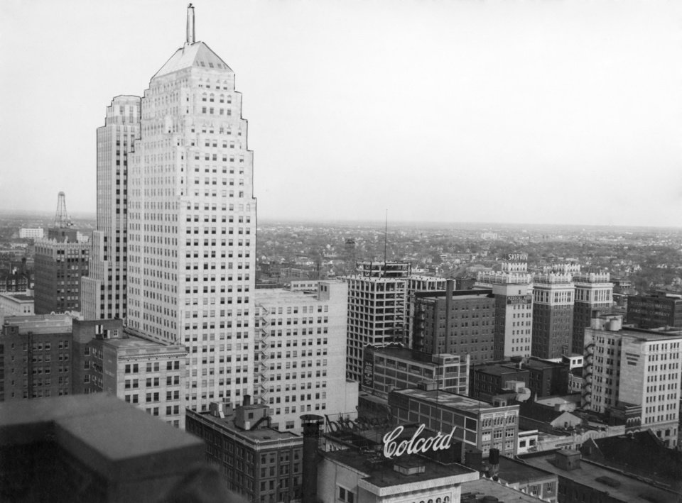 OKLAHOMA CITY / SKY LINE / OKLAHOMA:  No caption.  Photo undated and unpublished.  Photo arrived in library on 02/17/1932.