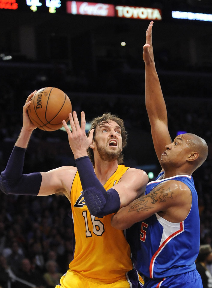 Photo -   Los Angeles Lakers forward Pau Gasol (16), of Spain, drives on Los Angeles Clippers forward Caron Butler (5) as he goes to the basket in the first half of an NBA basketball game, Friday, Nov. 2, 2012, in Los Angeles.(AP Photo/Gus Ruelas)