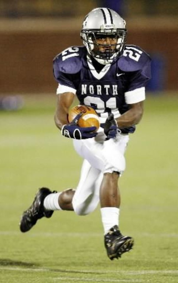 Edmond North's  Roy  Finch (21) carries the football during the high school football game between Edmond North and Tulsa Memorial at Wantland Stadium in Edmond, Okla., Thursday, Nov. 1, 2007. By Nate Billings