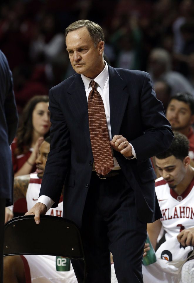 Photo - Sooner head coach Lon Kruger talks to his team during a time out in the second half as the University of Oklahoma Sooners (OU) men defeat the Texas Longhorns (TU) 77-65 in NCAA, college basketball at The Lloyd Noble Center on Saturday, March 1, 2014  in Norman, Okla. Photo by Steve Sisney, The Oklahoman