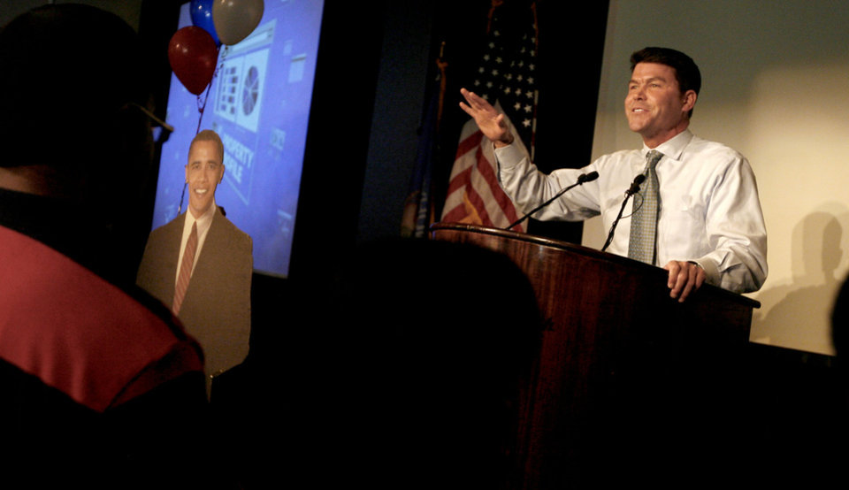 Photo - Jim Roth speaks during the Democratic watch party for the presidential election in Oklahoma City, Tuesday, November 4, 2008. BY BRYAN TERRY, THE OKLAHOMAN