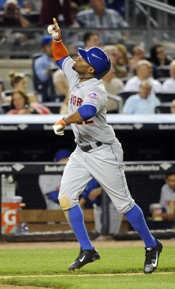 Photo - New York Mets' Eric Young Jr. points skyward as he approaches home plate after hitting a two-run home run off of New York Yankees relief pitcher Alfredo Aceves in the seventh inning of an interleague baseball game at Yankee Stadium on Monday, May 12, 2014, in New York. (AP Photo/Kathy Kmonicek)