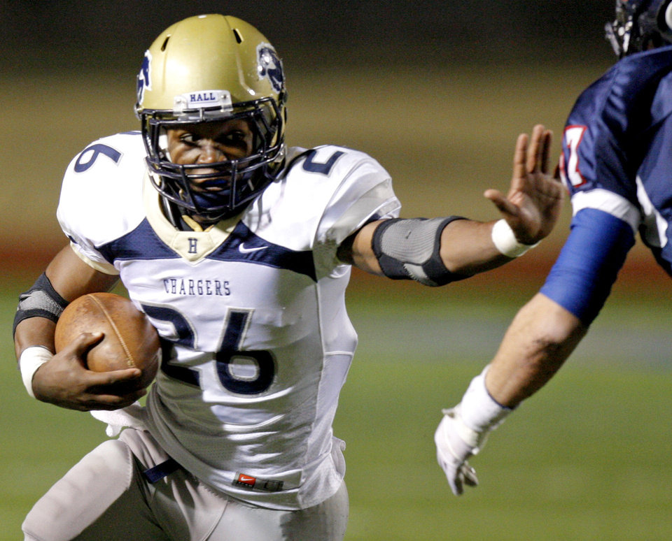 Photo - Heritage Hall's Barry Sanders runs the ball during the Class 3A high school football semifinal game between Heritage Hall and Cascia Hall at Pioneer Stadium in Stillwater, Okla., Friday, Dec. 2, 2011. Photo by Bryan Terry, The Oklahoman  BRYAN TERRY