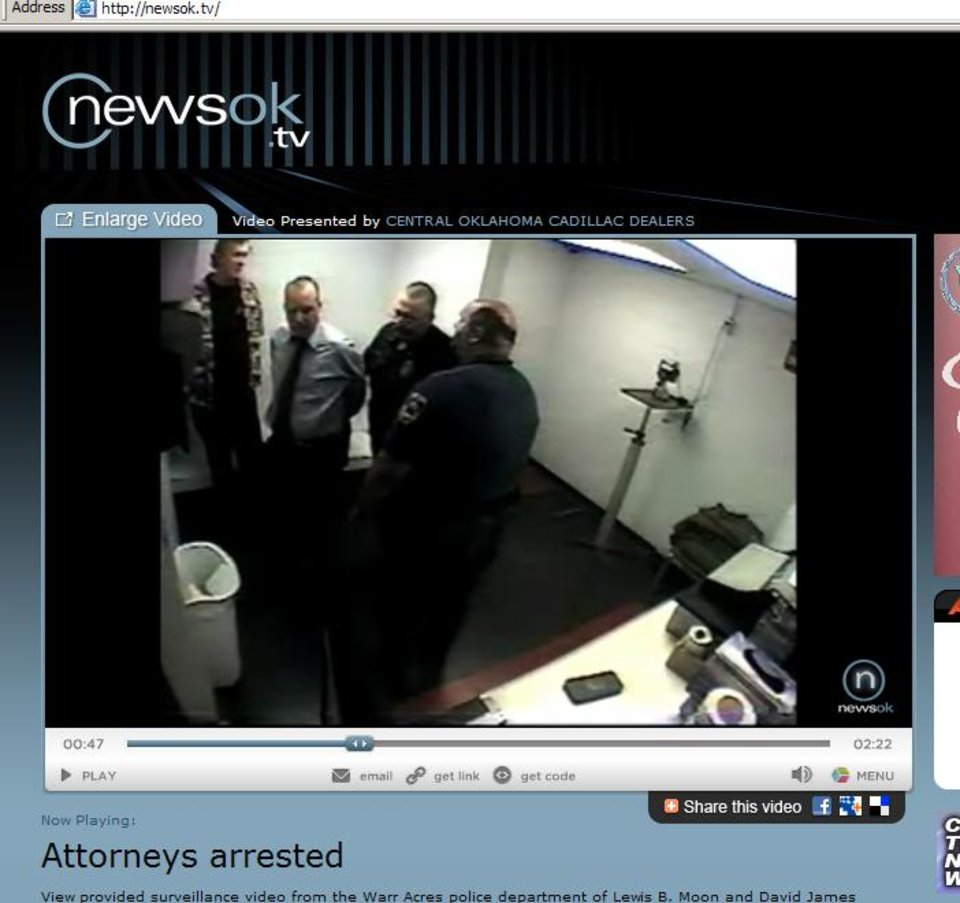 Photo - LEWIS B. MOON /  LEWIS MOON / OKLAHOMA COUNTY ASSISTANT PUBLIC DEFENDER DAVID JAMES BEDFORD / DAVID BEDFORD / ARREST / DRUNK / DRIVING WRONG WAY IN FAST-FOOD DRIVE-THROUGH LANE / CHARGES  / ACCUSATIONS / WHATABURGER / VIDEO: Recording of attorneys' behavior at the Warr Acres police station after they were arrested         ORG XMIT: 0809122224017994