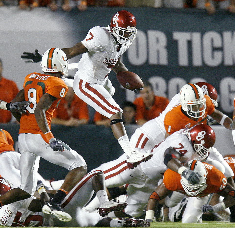Photo - OU's DeMarco Murray leaps for more yards during the college football game between the University of Oklahoma (OU) Sooners and the University of Miami (UM) Hurricanes at Land Shark Stadium in Miami Gardens, Florida, Saturday, October 3, 2009. Photo by Bryan Terry, The Oklahoman ORG XMIT: KOD