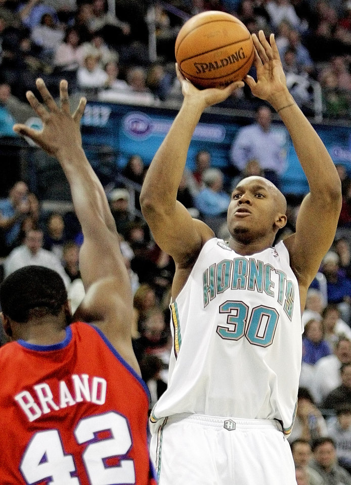 Photo - Hornet David West (30) shoots over Clipper Elton Brand (42) in the fourth quarter during the Los Angeles Clippers at the New Orleans/Oklahoma City Hornets NBA basketball game at the Ford Center in Oklahoma City, Wednesday, December 14, 2005. The Hornets won, 102-89. By Nate Billings/The Oklahoman