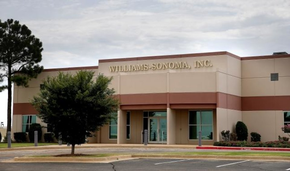 Photo -  The 35,862-square-foot former Williams Sonoma Call Center, built in 1998 at 7720 NW 86, is totally vacant, according to Price Edwards & Co. [SARAH PHIPPS/THE OKLAHOMAN]