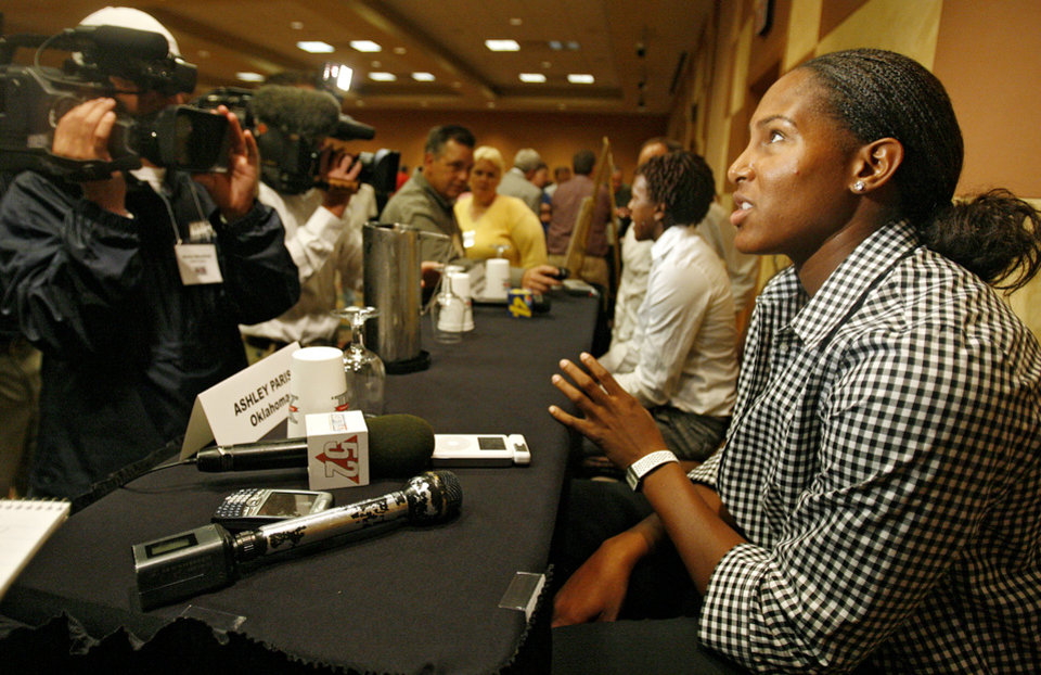 Photo - WOMEN'S COLLEGE BASKETBALL / OU: University of Oklahoma's Ashley Paris talks to the press during the Big 12 Women's Basketball Media Day at the Cox Convention Center on Wednesday, Oct. 22, 2008, in Oklahoma City, Okla.   BY CHRIS LANDSBERGER, THE OKLAHOMAN  ORG XMIT: KOD
