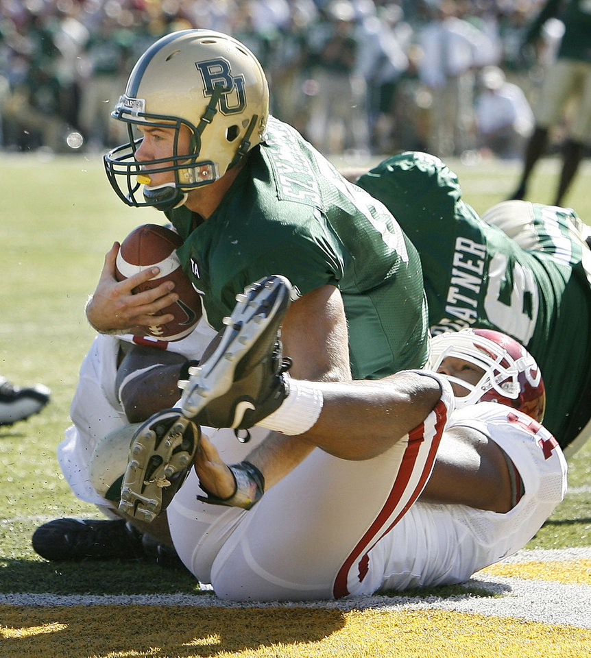 Photo - Baylor quarterback Blake Szmanski is sacked in the end zone by Alonzo Dotson (91 at right) and Nic Harris (behind) in the second half during the University of Oklahoma Sooners (OU) college football game against Baylor University Bears (BU) at Floyd Casey Stadium, on Saturday, Nov. 18, 2006, in Waco, Texas.     by Steve Sisney, The Oklahoman
