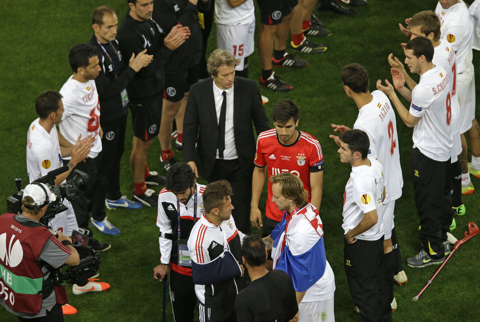 Photo - Benfica's coach Jorge Jesus, centre, walks up to get his losers medal after the Europa League soccer final between Sevilla and Benfica, at the Turin Juventus stadium in Turin, Italy, Thursday, May 15, 2014. Sevilla beat Benfica 4-2 on penalties to win Europa League final.  (AP Photo/Luca Bruno)