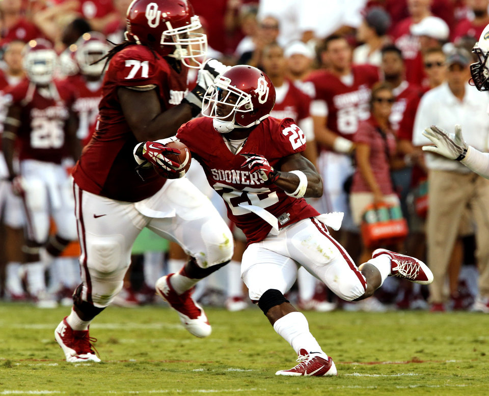 Photo - Roy Finch (22) runs during the first half of the college football game where the University of Oklahoma Sooners (OU) play the University of Louisiana Monroe Warhawks at Gaylord Family-Oklahoma Memorial Stadium in Norman, Okla., on Saturday, Aug. 31, 2013. Photo by Steve Sisney, The Oklahoman