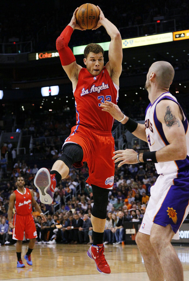 Photo -   Los Angeles Clippers' Blake Griffin (32) pulls down a rebound over Phoenix Suns' Marcin Gortat, of Poland, during the first half of an NBA basketball game, Thursday, April 19, 2012, in Phoenix. (AP Photo/Matt York)