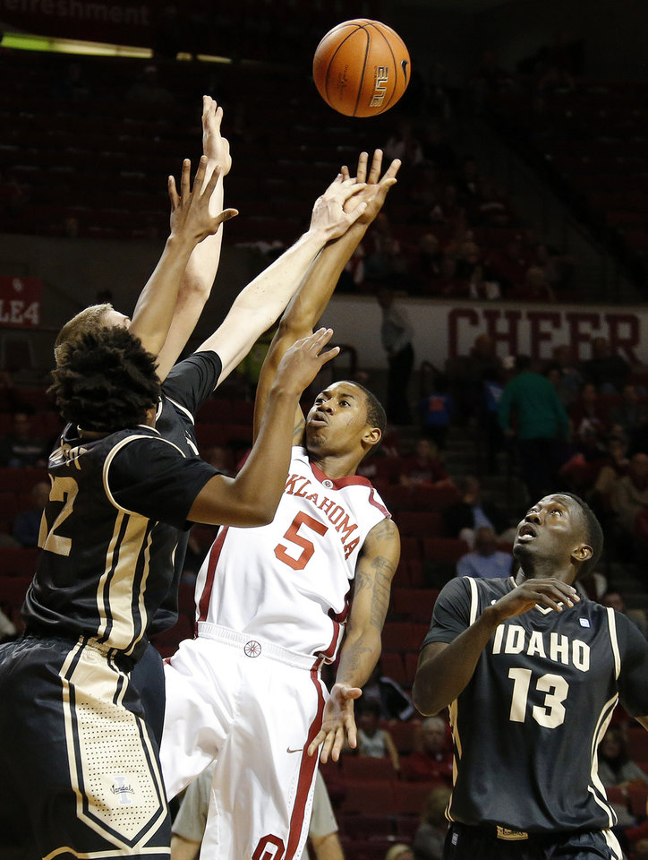 Photo - Oklahoma's Je'lon Hornbeak (5) tries to put up a shot between Idaho's Mike Scott (12) and Bira Seck during a college basketball game between the University of Oklahoma Sooners and the Idaho Vandals at Lloyd Noble Center in Norman, Okla., on Wednesday, Nov. 13, 2013. Wednesday, Nov. 13, 2013. Photo by Bryan Terry, The Oklahoman