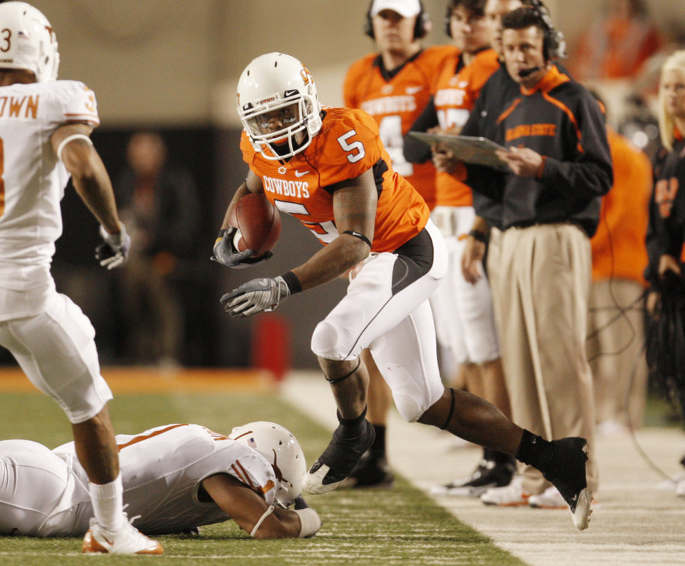 Photo - Cowboy Keith Toston goes out of bounds at the end of a run during the college football game between the Oklahoma State University Cowboys (OSU) and the University of Texas Longhorns (UT) at Boone Pickens Stadium in Stillwater, Okla., Saturday, Oct. 31, 2009. Photo by Doug Hoke, The Oklahoman