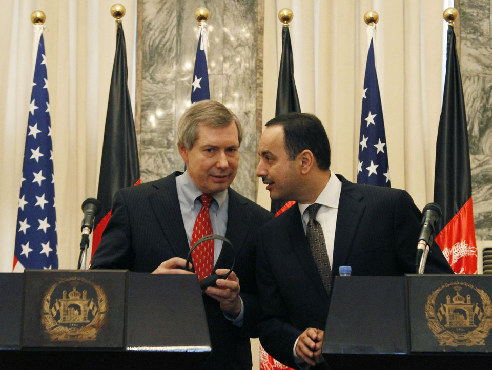 Photo -   Eklil Hakimi, right, Afghanistan's ambassador in Washington, whispers to James Warlick, the U.S. deputy special representative for Afghanistan and Pakistan during a joint press conference in Kabul, Afghanistan, Thursday, Nov. 15, 2012. The United States and Afghanistan are starting negotiations on an agreement that will shape America's military presence in the country after the withdrawal of most foreign combat troops at the end of 2014. (AP Photo/Ahmad Jamshid)