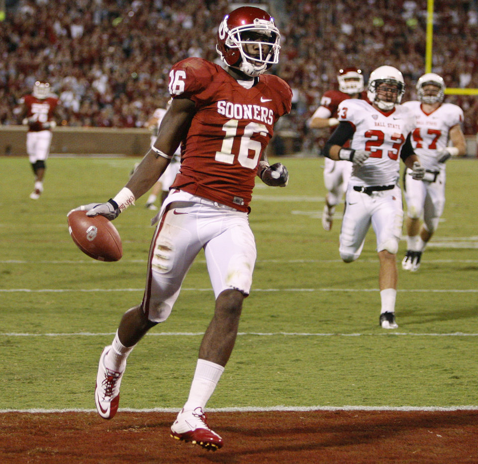 Oklahoma's Jaz Reynolds (16) scores a touchdown during the college football game between the University of Oklahoma Sooners (OU) and the Ball State Cardinals at Gaylord Family-Memorial Stadium on Saturday, Oct. 01, 2011, in Norman, Okla. Oklahoma won 62-6. Photo by Bryan Terry, The Oklahoman