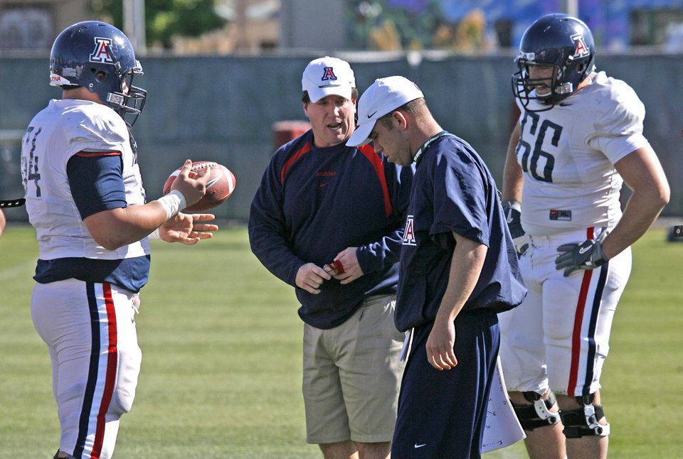 Photo - University of Arizona offensive line coach Bill Bedenebaugh, second from left, goes through practice on Wednesday, March 28, 2007, in Tucson, Ariz. Photo by A. E. Araiza/Arizona Daily Star