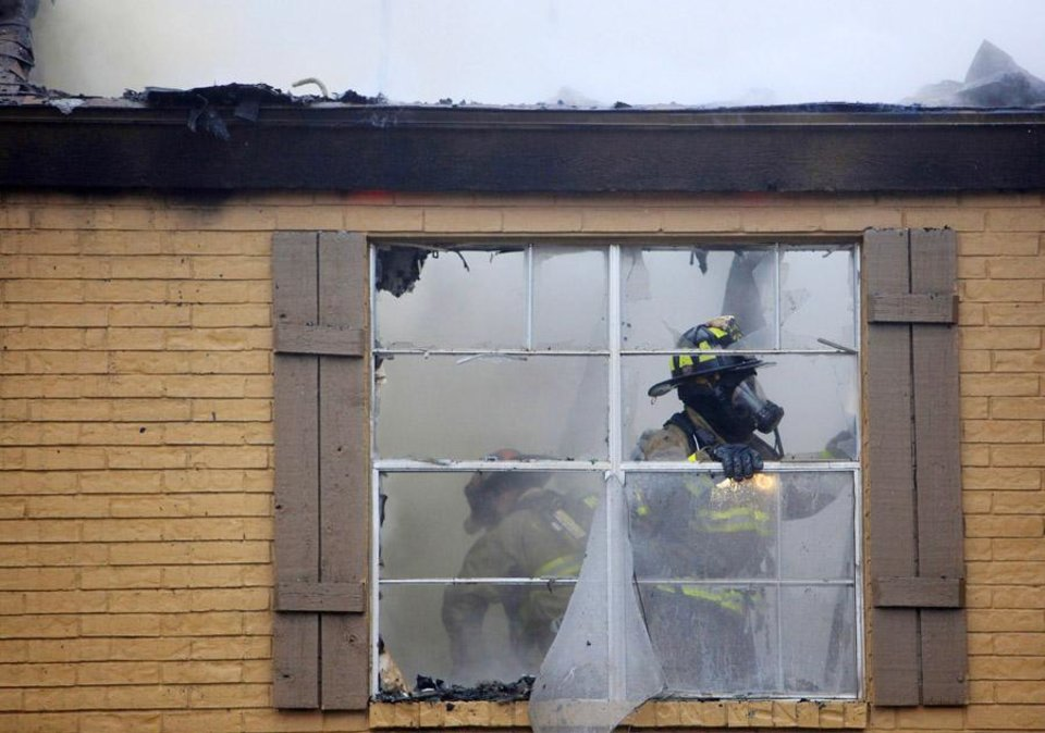 Photo -  FIREFIGHTERS: Firemen working an early morning apartment fire at 12478 Trail Oaks Drive near NW 122 Street and May Avenue in Oklahoma City Monday, April 25, 2011. Photo by Paul B. Southerland, The Oklahoman ORG XMIT: KOD