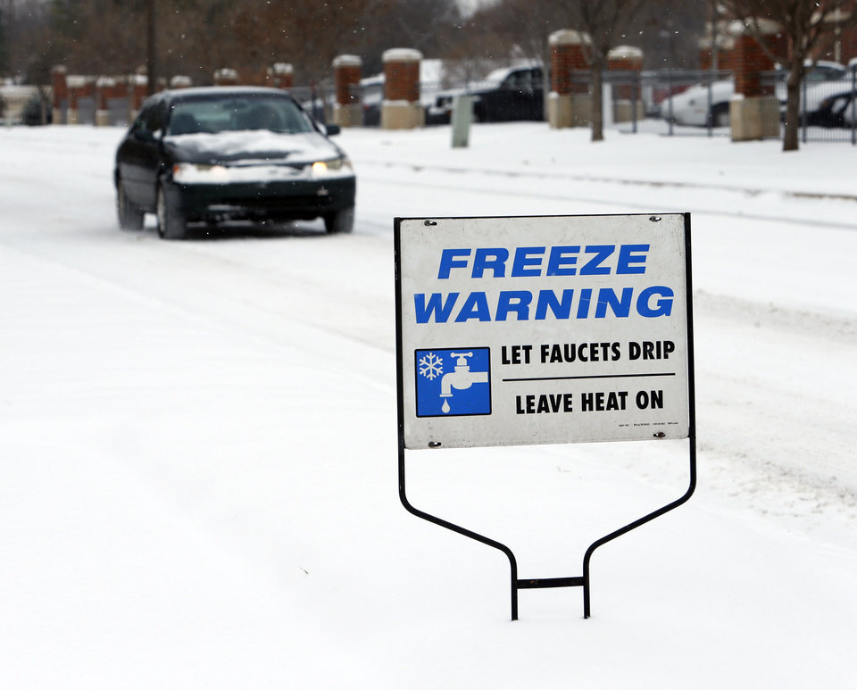 Roads were slick and temperatures drop on Friday, Dec. 6, 2013 in Norman, Okla.  Photo by Steve Sisney, The Oklahoman