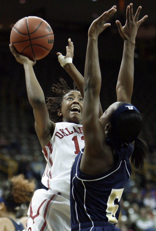 Photo - NCAA TOURNAMENT / WOMEN'S COLLEGE BASKETBALL: Danielle Robinson shoots over Metra Walthour (5) in the first half as the University of Oklahoma (OU) plays Georgia Tech in round two of the 2009 NCAA Division I Women's Basketball Tournament at Carver-Hawkeye Arena at the University of Iowa in Iowa City, IA on Tuesday, March 24, 2009.   PHOTO BY STEVE SISNEY, THE OKLAHOMAN ORG XMIT: KOD