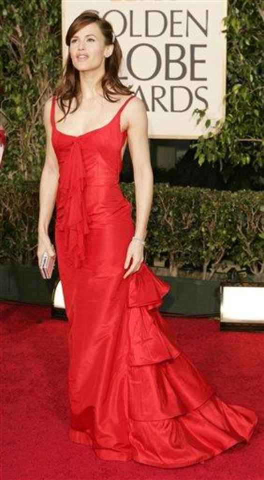 "Jennifer Garner, nominated for best actress in a drama series for her work on ""Alias,"" arrives for the 62nd Annual Golden Globe Awards on Sunday, Jan. 16, 2005, in Beverly Hills, Calif. (AP Photo/Kevork Djansezian)"