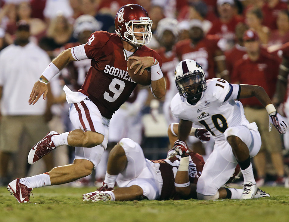 Oklahoma\'s Trevor Knight (9) runs past Louisiana Monroe\'s Cordero Smith (10) during the college football game between the University of Oklahoma Sooners (OU) and the University of Louisiana Monroe Warhawks (ULM) at the Gaylord Family Memorial Stadium on Saturday, Aug. 31, 2013 in Norman, Okla. Photo by Chris Landsberger, The Oklahoman
