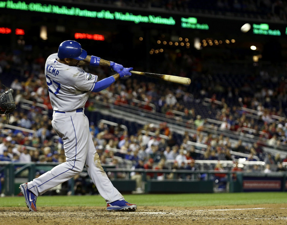 Photo -   Los Angeles Dodgers' Matt Kemp hits a solo home during the ninth inning of the second baseball game of a doubleheader against the Washington Nationals, Wednesday, Sept. 19, 2012, in Washington. Kemp's homer was the game-winner and the Dodgers won the second game 7-6. (AP Photo/Alex Brandon)