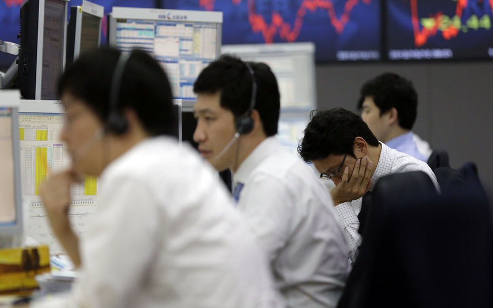 Photo -   Currency traders work at the foreign exchange dealing room of the Korea Exchange Bank headquarters in Seoul, South Korea, Wednesday, Oct. 10, 2012. Worries about Europe's debt crisis, signs of weak global growth and expectations of lower U.S. corporate earnings sent most Asian stock markets down Wednesday. South Korea's Kospi dropped 1.4 percent at 1,955.84. (AP Photo/Lee Jin-man)