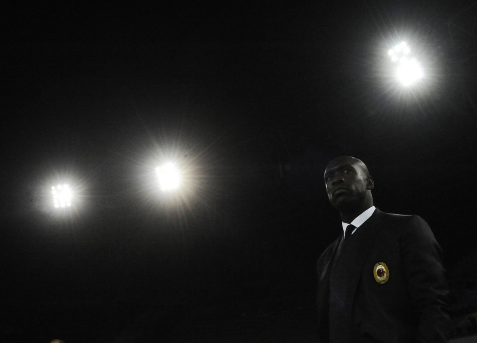 Photo - AC Milan coach Clarence Seedorft, prior to the start of a Serie A soccer match between Napoli and Milan, at the San Paolo stadium in Naples, Italy, Saturday, Feb. 8, 2014. (AP Photo/Salvatore Laporta)