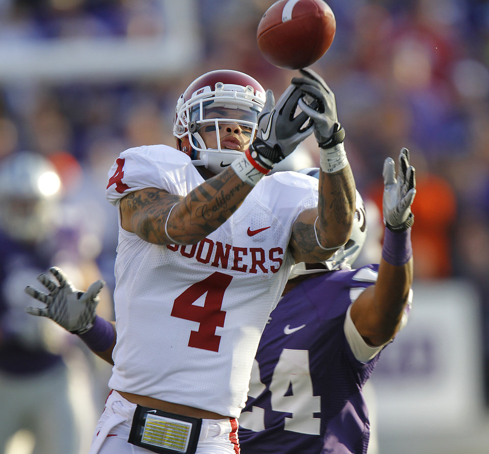 Photo - Oklahoma Sooners' Kenny Stills (4) makes a catch in front of Kansas State Wildcats' Nigel Malone (24) during the college football game between the University of Oklahoma Sooners (OU) and the Kansas State University Wildcats (KSU) at Bill Snyder Family Stadium on Saturday, Oct. 29, 2011. in Manhattan, Kan. Photo by Chris Landsberger, The Oklahoman  ORG XMIT: KOD