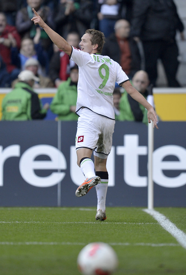 Photo -   Moenchengladbach's Luuk de Jong of the Netherlands celebrates his goal during the German first division Bundesliga soccer match between Borussia Moenchengladbach and Eintracht Frankfurt in Moenchengladbach, Germany, Sunday, Oct. 7, 2012. (AP Photo/Martin Meissner)