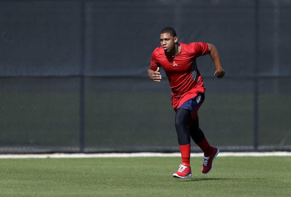 Photo - St. Louis Cardinals outfielder Oscar Taveras jogs during an informal spring training baseball practice Wednesday, Feb. 12, 2014, in Jupiter, Fla. Taveras, one of the Cardinals' top prospects, missed much of the 2013 due to an ankle injury. (AP Photo/Jeff Roberson)